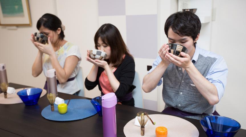 心を清め自分と対峙する非日常の時間へ…テーブル茶道を始めてみませんか?
