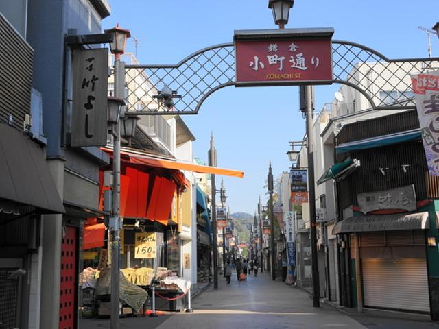 小町通りをめぐりながら、鶴岡八幡宮へ散策も!