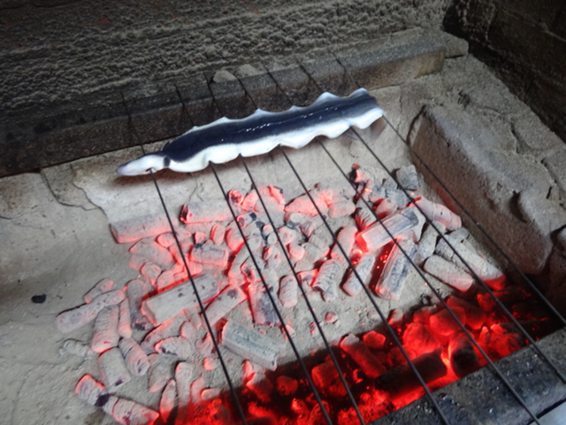 備長炭で焼く