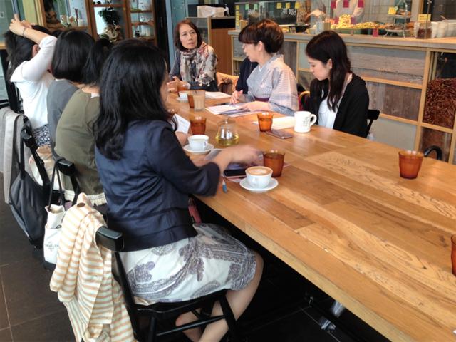 カフェで、グループセッション