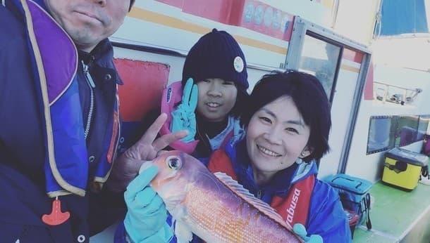 初心者歓迎。釣具メーカー公認女性スタッフと行く東京湾船釣り&食事体験