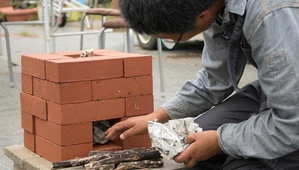 【千葉県】イチジクの薪を燃料にレンガストーブづくり!暖まりながら豚汁&焼肉