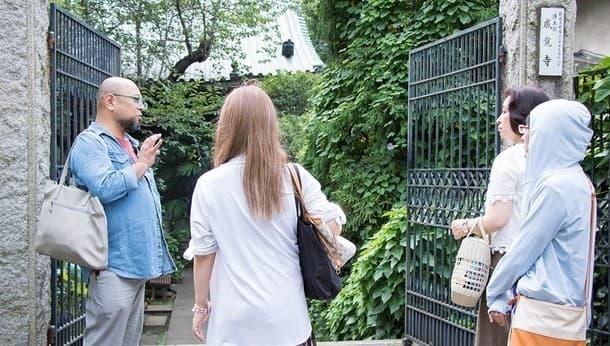 新宿は仕事運UPのパワースポット、神社に詳しい占い師と巡る開運ツアー