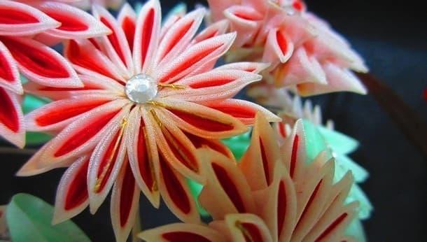 浅草橋で伝統工芸つまみ細工体験 お花のヘアクリップを作ろう!